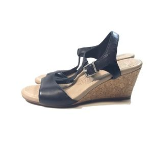 Ugg t-strap cork & Black Wedge Sandals